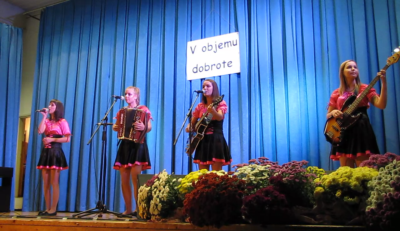 Kumske punce prihajajo iz vasi Dobovec pod Kumom v Zasavju, od koder je tudi njihovo ime.