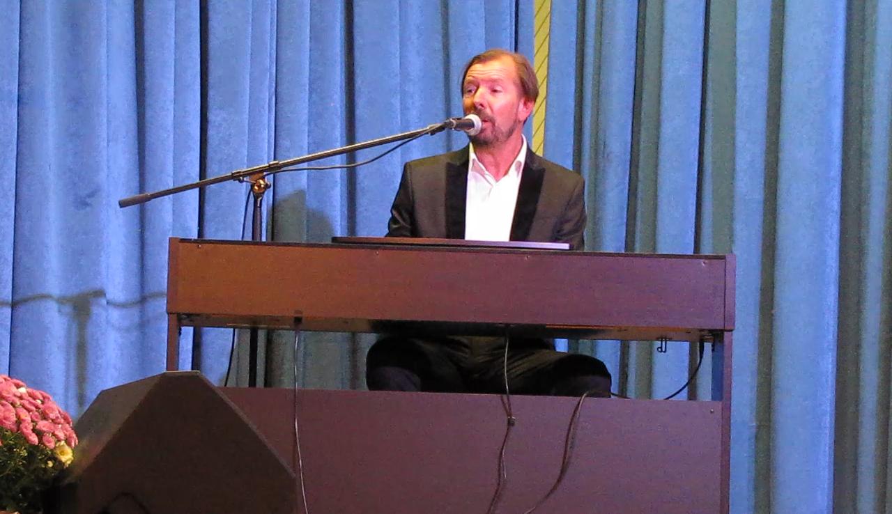 Gianni Rijavec poizkuša z glasbo širiti idejo o miru v svetu.