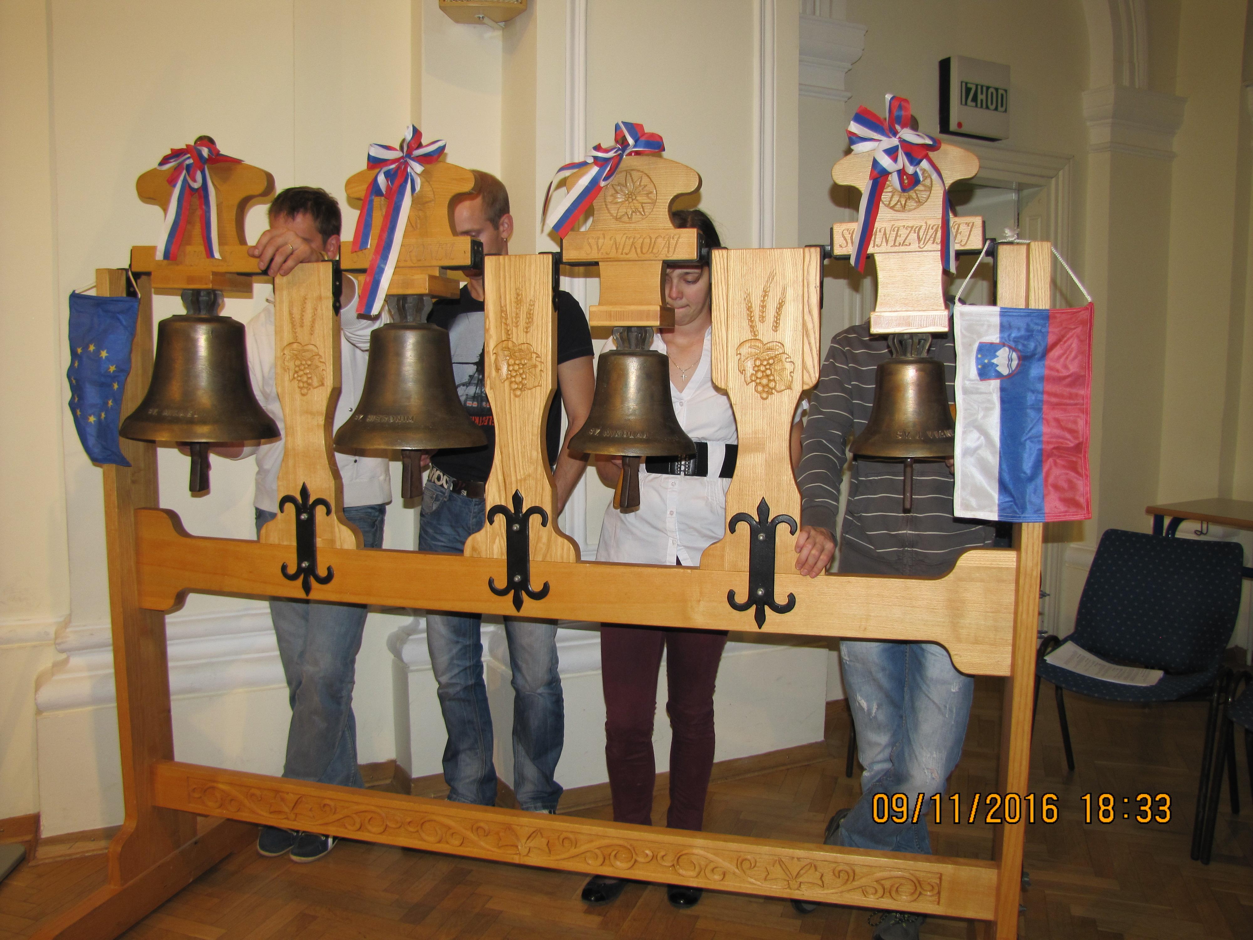 Pritrkovalci v čast novim zvonovom