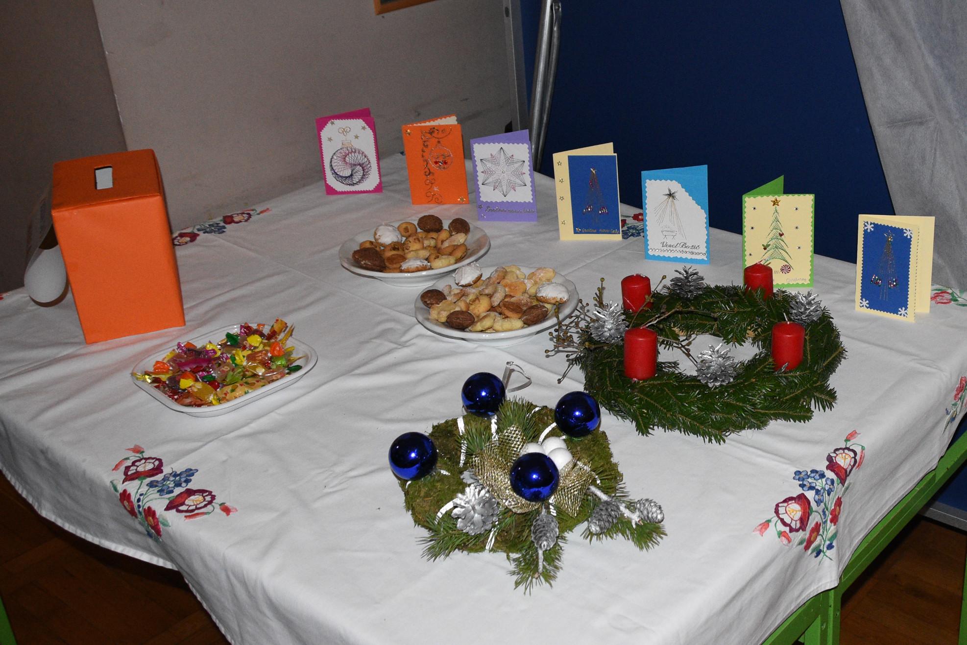 Božični čas se prične z Adventom, Adventni venček in pisanje božičnih voščil