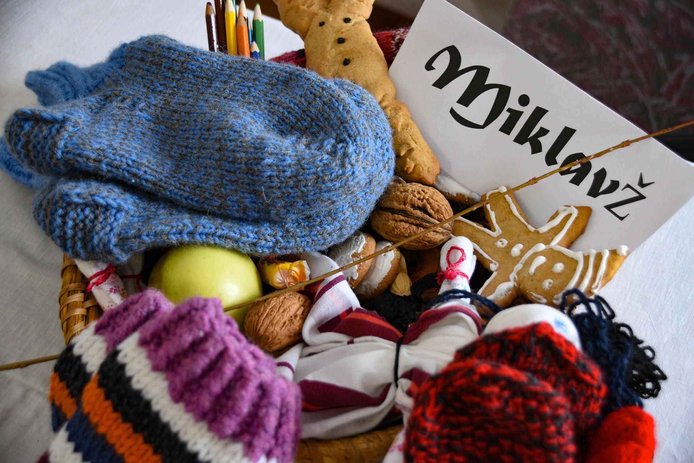 Sv. Miklavž 6. december, Pehar z Miklavževimi darovi