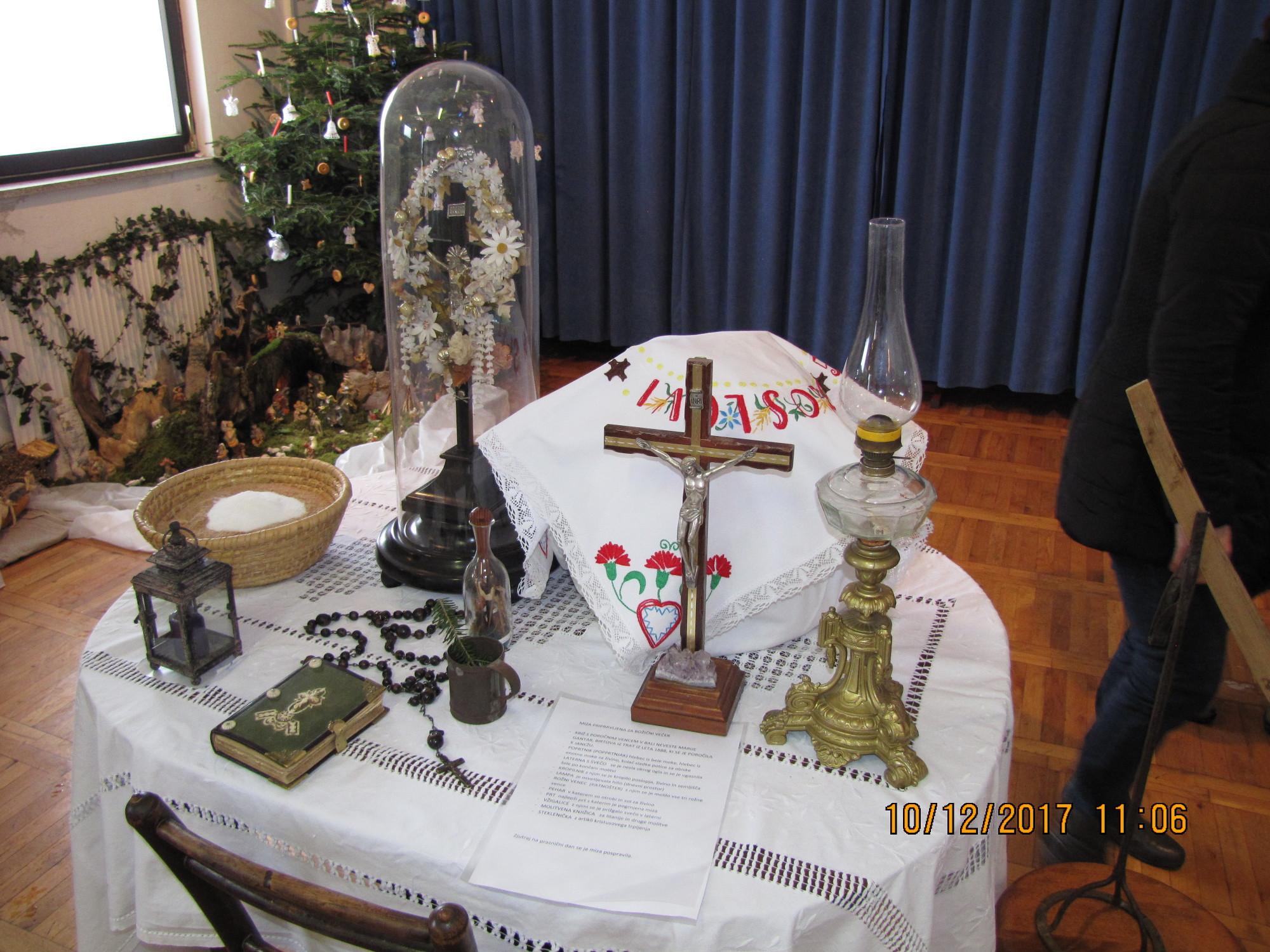 Na mizi vse pripravljeno za božični večer