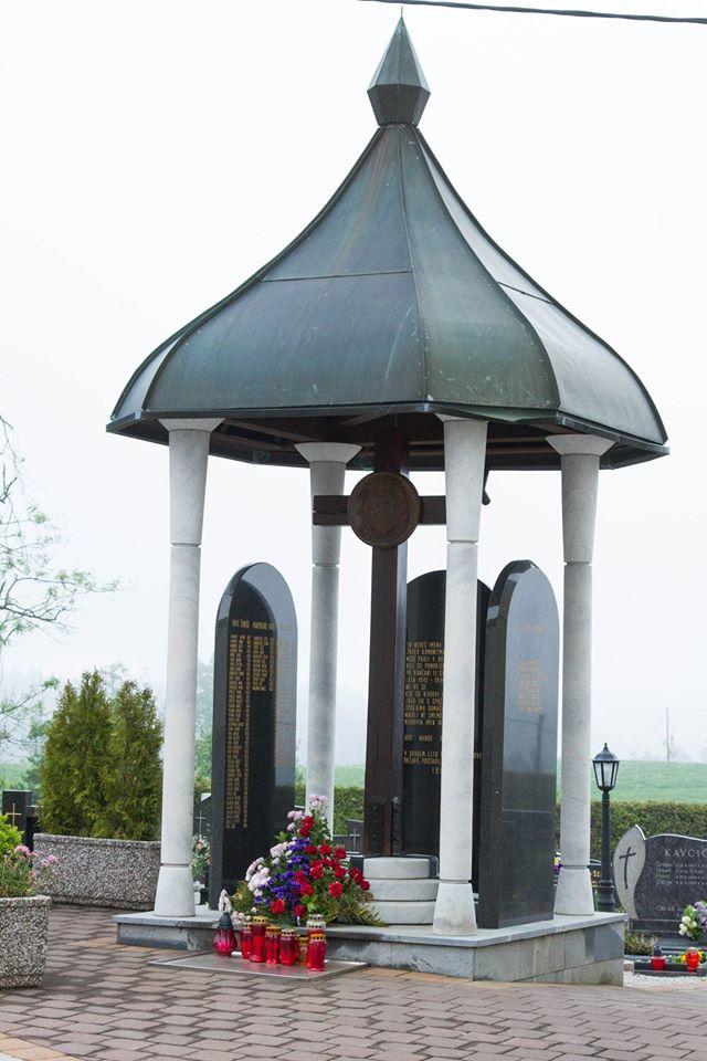 Farne plošče v spomin pomorjenim po drugi vojni v župniji Rovte